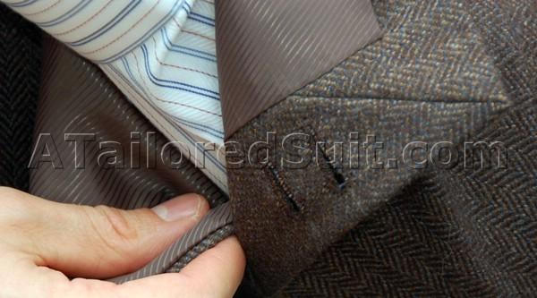 пуговицы на рукаве мужского костюмного пиджака
