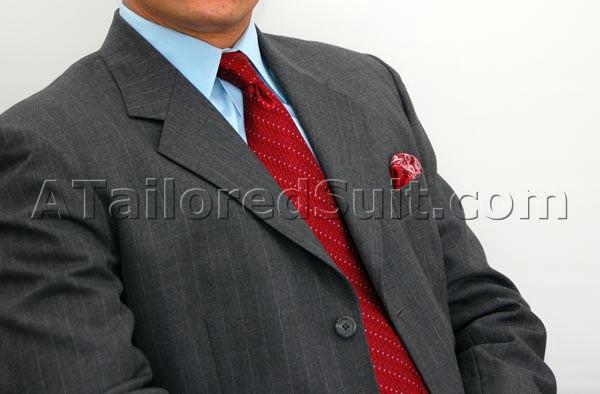 сочетание мужской носовой платок, галстук и костюм